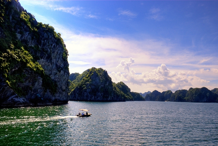 Areas in Halong Bay - Bai Tu Long Bay, photo by Bùi Hồng Thắng